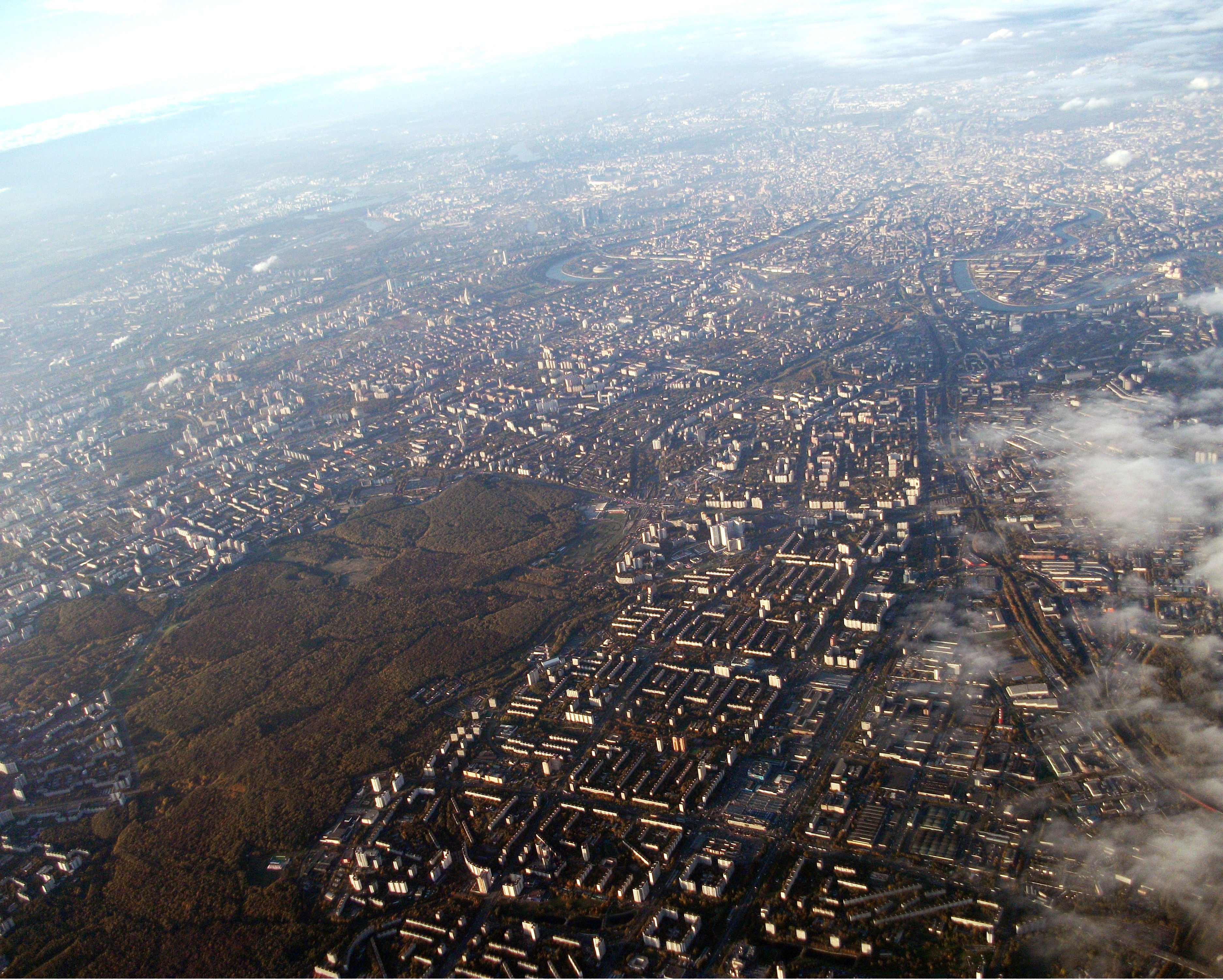 Moscow_aerial_view_looking_towards_the_south-east